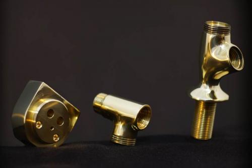 Mali kopalniški segmenti medenina brušeno polirano - Small brass bathroom parts, ground and polished - Kleine Badezimmerteile aus Messing - geschliffen und poliert